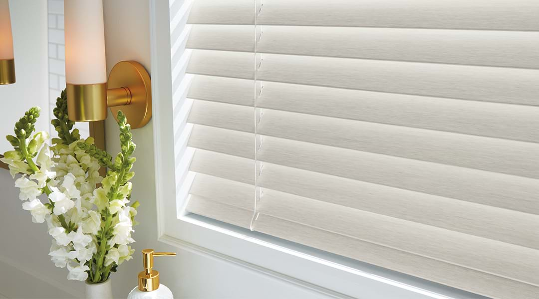 White wooden blinds ideas for classic interiors style